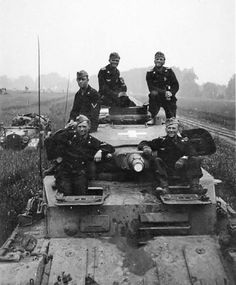 Crew of a german panzer in Russia, 1941 - pin by Paolo Marzioli