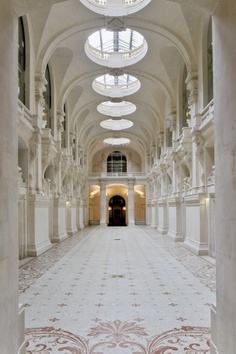 The lovely interior court of the Musée des Arts Decoratifs, image via MAD. (Lynne Rutter)