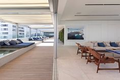 Apartamento Dois Irmãos / Bernardes Arquitetura #living #patio #terrace #pool #outdoor