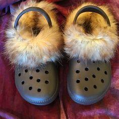 Fur Lined Crocs: 8 Steps (with Pictures) Crocs Fashion, Fashion Slippers, Designer Crocs, Crocs With Fur, Crocs Shoes, Shoes Heels, Lined Crocs, Faux Fur Collar Coat, Crocs Classic