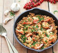 Garlic Shrimp and Quinoa | This garlic shrimp and quinoa recipe is easy and it only takes 35 minutes to prepare. It's a quick dish to whip up on a weeknight as a nice light dinner @easyasapplepie