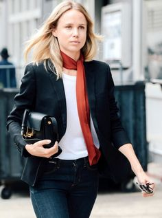 Elin Kling with a skinny scarf, blazer, tee, Saint Laurent bag & jeans Elin Kling, Style Année 60, Looks Style, Style Chic Parisien, Trendy Mood, Stockholm Fashion Week, Milan Fashion, Look Jean, Parisian Chic Style