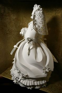 Asya Kozina has created these incredible, intricate, and quite simply jaw dropping paper sculptures of people. Not only are they all anatomically in proportion, Diy Paper, Paper Art, Paper Crafts, Art Du Monde, Paper Fashion, Paper Models, Wedding Paper, Paper Cutting, Sculpture Art