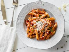 Penne Arrabbiata - the Italian classic summer recipes summer recipes abendessen rezepte recipes recipes dessert recipes dinner Summer Recipes, Pasta Recipes, Healthy Dinner Recipes, Salad Recipes, Vegetarian Recipes, Cooking Recipes, Healthy Vegetable Recipes, Tortellini, Pasta Dishes