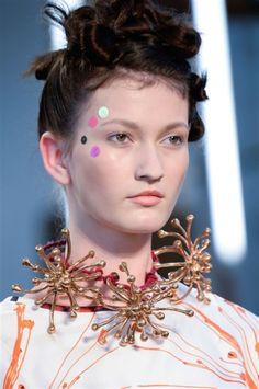 Antonio Marras at Milan Fashion Week Spring 2015 - Details Runway Photos Monica Castiglioni, Makeup Articles, Antonio Marras, Runway Makeup, Holiday Hairstyles, Holiday Makeup, Models Makeup, Girls Makeup, Spring 2015