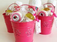 The Lovely Card es un exclusivo estudio de diseño con 25 años de experiencia en el mercado del diseño gráfico. La clave está en los detalles que hacen la diferencia! Spa Birthday Parties, Sleepover Party, Slumber Parties, Homemade Gifts, Diy Gifts, Girl Spa Party, Kids Spa, Bridal Shower, Baby Shower