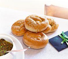 Zu einer guten Suppe braucht es auch immer ein luftiges Stück Brot. Da passen diese Brezeln ausgezeichnet, immer wieder fein variiert.