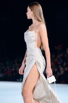 January 18 2020 - Gigi Hadidwalking for Jacquemus Fall Winter fashion show in Paris. January 19 2020 at fashion-inspo New York Fashion, High Fashion, Fashion Show, Fashion Design, Fashion Fashion, Fashion Women, Fashion Ideas, Runway Fashion Outfits, Fashion Tips