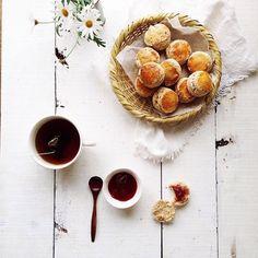 Homemade whole wheat scones with strawberry jam / ph: Yukiko Masuda