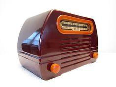 VINTAGE 1940s FADA ART DECO OLD ANTIQUE MAROON CATALIN BAKELITE MODEL 652 RADIO