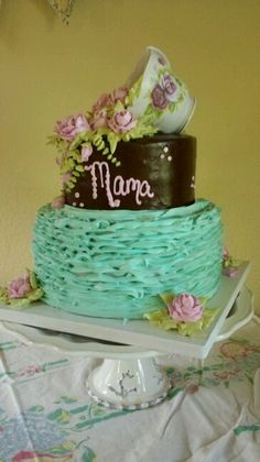 Shabby chic. Vintage. Birthday cake. Main Sweets Bakery.