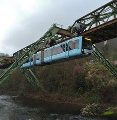 Einmal im Leben in Himmelblau durch Wuppertal schweben!