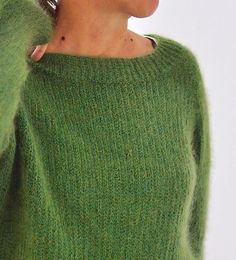 Thanks for this post.The Green.The combination of yarns shows this unique color I had in my mind for such a soft and cozy, classic top-down raglan sweater. And I just love the simple slip stitch pattern creating a nice grip, without b# Green Free Knitting Patterns For Women, Sweater Knitting Patterns, Knitting Stitches, Knit Patterns, Pullover Shirt, Green Pattern, Cardigans For Women, Ravelry, Knit Crochet