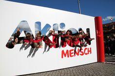Aktion Mensch-Städtetour in Dresden: Gut gelaunte Dresdner Besucher beim inklusiven Videodreh.