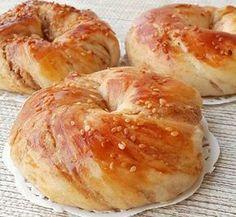 Pofuduk Sarma Çörek Homemade Dinner Rolls, Middle Eastern Recipes, Turkish Recipes, International Recipes, Quick Easy Meals, Bagel, Good Food, Brunch, Food And Drink