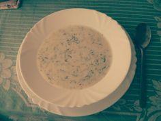 Tarator (easy/30min) je tradiční studená balkánská polívka. Česnek, mlíko a strouhaná okurka je idealní do horka i jako vyprošťovák.