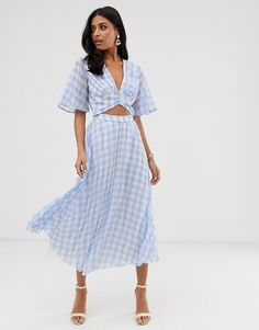 Shop ASOS DESIGN button front pleated midi dress in seersucker gingham with cut out. With a variety of delivery, payment and return options available, shopping with ASOS is easy and secure. Shop with ASOS today. What To Wear To A Wedding, How To Wear, Asos, Robes Midi, Pleated Midi Dress, Daytime Dresses, Mi Long, Spring Dresses, Seersucker