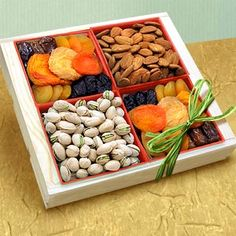 A sampling of sweet rich tastes! Perfect for both small business or lighter appetites, this is over 1.5 lbs of perfectly presented fresh, huge nuts and rich, delicious dried fruits.          http://www.labellabaskets.com/Qstore.cgi?AID=5286