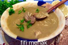 Soupe aux petits pois cassés Cheeseburger Chowder, Thai Red Curry, Mashed Potatoes, Ethnic Recipes, Food, Passion, Tv, France, Meat