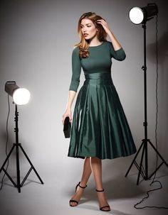 Outfit: Taffeta Full Skirt Dress #partyinpepperberry @lovepepperberry