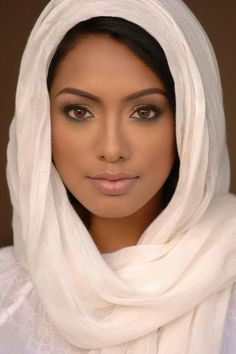 Top 10 Countries With The World's Most Beautiful Women (Pictures included) Beautiful Curves, Beautiful Eyes, Simply Beautiful, Beautiful People, Beautiful Muslim Women, Beautiful Black Women, African Beauty, Woman Face, Pretty Face