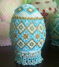Veľkonočný korálkový pozdrav:)A Autorka: HandEva. Veľkonočné dekorácie, veľká noc, easter, vajce, kraslice, šité korálky, koráliky. Artmama.sk