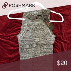 ✨NEW✨Gray Sleeveless Top ✨This gray sleeveless halter top is made of stretch material and is figure hugging perfect for evening out on the town. Team with a pair of your favorite heels for a great evening outfit with a touch of sparkle!✨ Itoo Tops Tank Tops