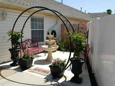 Great arrangement of planters, archway, and pots with vines to grow up the archway. Can be placed on solid surface