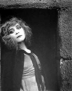 looks like an olsen.  Theda Bara-- Kathleen Mavourneen, 1919