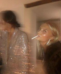 Aesthetic Women, Beige Aesthetic, Aesthetic Photo, Drunk Girls, Beautiful Disaster, Iconic Photos, Rich Girl, Girl Gang, Gossip Girl