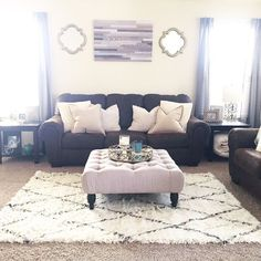 60 Small Apartment Living Room Decorating Ideas January Leave a Comment Your living room, regardless of size, should be able to function as a space for relaxation and entertaining. Here are some of our favorite ways to make it feel mor Home Living Room, Farm House Living Room, Home, Living Room Decor Apartment, Apartment Living Room, Target Home Decor, Apartment Decor, Living Decor, Home And Living
