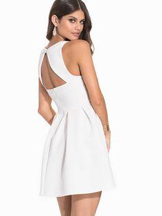 Vestido detalle espalda