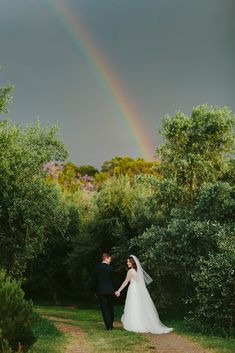 A beautiful Upcountry Maui wedding at an Olive Farm | Maui Real Weddings - Photography MELIA LUCIDA | Magnolia Rouge: Fine Art Wedding Blog | Romantic Wedding Photos | Brides | Groom Style Romantic Wedding Photos, Elegant Wedding, Maui Weddings, Real Weddings, Wedding Blog, Our Wedding, Greek Dancing, Groomsmen Looks, Bride And Groom Pictures