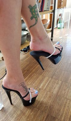 shoes heels classy is part of Heels classy - Sexy Legs And Heels, Platform High Heels, Black High Heels, Pumps Heels, Stiletto Heels, Nylons Heels, Stilettos, Talons Sexy, Pernas Sexy