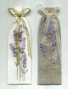 A small sachet which will perfume lavender … to embroider … - Stickerei Ideen Embroidery Needles, Silk Ribbon Embroidery, Hand Embroidery Patterns, Cross Stitch Embroidery, Machine Embroidery, Embroidery Designs, Embroidery Ideas, Lavender Bags, Lavender Sachets