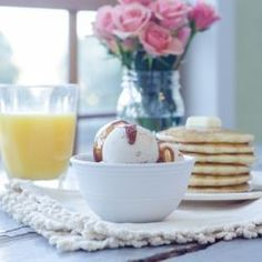 Pancakes & Maple Syrup Gelato with Bacon, Pecans & Caramel Image Summer Recipes, Holiday Recipes, Soft Serve, Dessert Recipes, Desserts, Pecans, Frozen Yogurt, Maple Syrup, Gelato