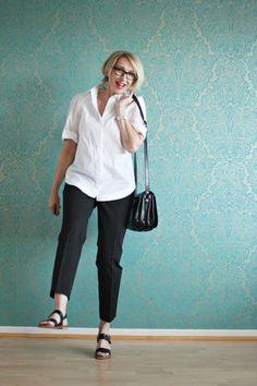 A fashion blog for women over 40 and mature women http://www.glamupyourlifestyle.com/ Blouse: Strenesse Pants: Dorothee Schumacher Sandals: Liebeskind, Berlin Bag: Maxwell Scott