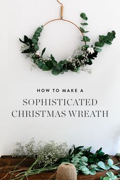 8 Remarkably Sophisticated Holiday Wreaths Ideas that show off a more subtle approach to the season Show off a little holiday spirit Modern Christmas, All Things Christmas, Christmas Holidays, Christmas Crafts, Minimalist Christmas, Prim Christmas, Diy Wreath, Wreath Ideas, Tulle Wreath