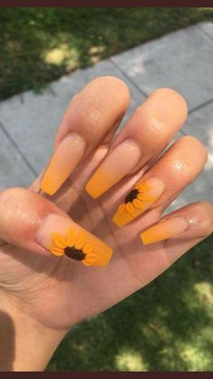 Have you ever thought of rocking coffin nail designs? We bet you have. It is a perfect mediation of stiletto nails and French manicure. This nail shape is extremely popular. Even celebrities go for it. Coffin nails are Kylie Jenner's go to. Or you are jus Gorgeous Nails, Pretty Nails, Casket Nails, Sunflower Nails, Yellow Sunflower, Cute Acrylic Nails, Acrylic Summer Nails Coffin, Acrylic Nails Yellow, Coffin Acrylics