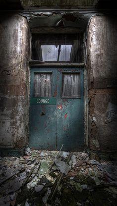 Lounge, abandoned asylum     Flickr - Photo Sharing!