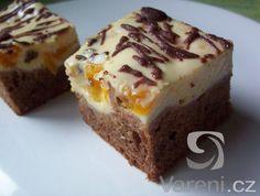 Recept na moučník s tvarohovou náplní, ovocem, rozinkami a čokoládou.