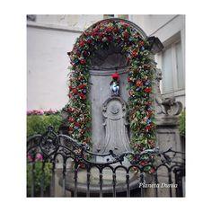 La tradición de regalarle trajes a Manneken Pis se remonta a 1698. Con motivo de la Fiesta del Cómic  lo han vestido de Astérix  #Bruselasgirly @belgicaturismo by planetadunia