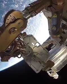 Ever wanted to see the Earth from 248 miles away? Now you can, thanks to these epic views of our planet from the International Space Station in the thermosphere. (video via NASA) Space Planets, Space And Astronomy, Astronomy Quotes, Astronomy Tattoo, Astronomy Facts, Nasa Space Pictures, Telescope Pictures, Astronomy Pictures, Space Photos
