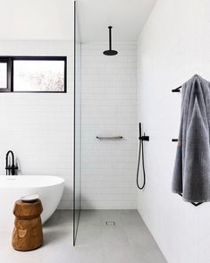 Unbelievable Small shower remodel white tricks,Master shower remodel on a budget tips and Walk in shower remodeling no door ideas. Bathroom Renos, Bathroom Storage, Bathroom Interior, Bathroom Organization, Bathroom Ideas, Brick Bathroom, Bathroom Designs, Simple Bathroom, Modern Bathroom