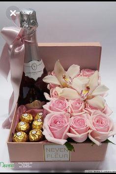 Flower Box Gift, Flower Boxes, Diy Flowers, Fresh Flowers, Flower Ideas, Pot Mason Diy, Mason Jar Crafts, Wine Gift Baskets, Basket Gift