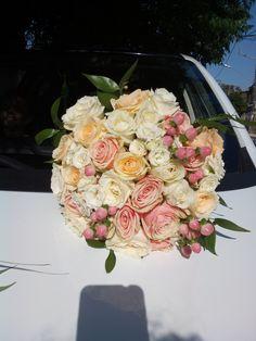Νυφικο μπουκετο με ροδακινι τριανταφυλλα