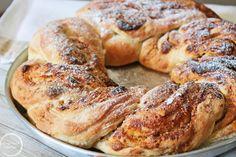 Ψωμί με χαλβά και ταχίνι ζουμ στην κανέλα 4 Muffins, Cupcakes, Tahini, Bagel, French Toast, Bread, Chicken, Cooking, Breakfast
