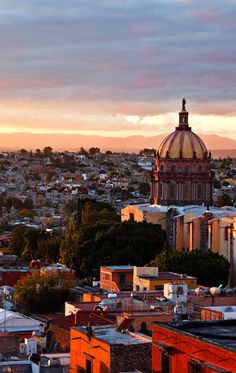 Soul Searching in Mexico :: It is said that visitors to San Miguel de Allende experience more vivid dreams in their sleep. Those with time in between traipsing through the cobblestone lanes and exploring handsome colonial villas in the village may attend a dream class by spiritual counselor Joseph Dispenza to examine their unconscious and shed light on their waking life.