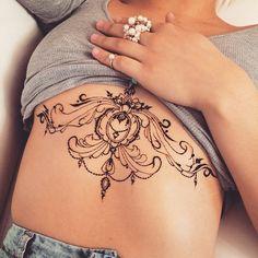 """I have a dream work Rococo underbra #henna piece. #mehndi #veronicalilu"""