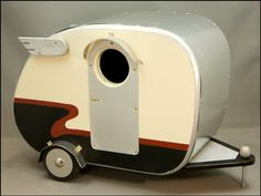 Vintage Camper Birdhouse. Too cute! jumahl on Etsy.